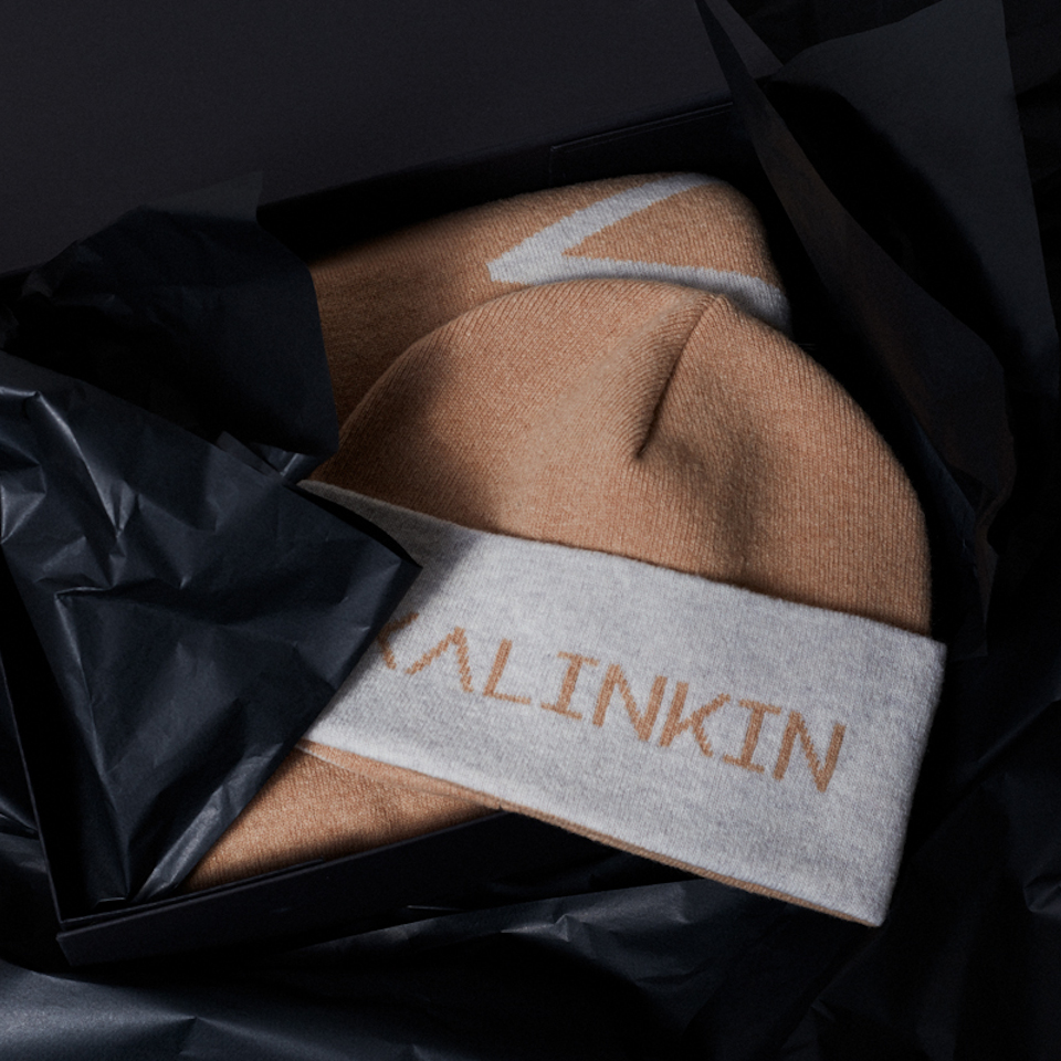 IT'S KALINKIN HAT AND SCARF GIFT BOX