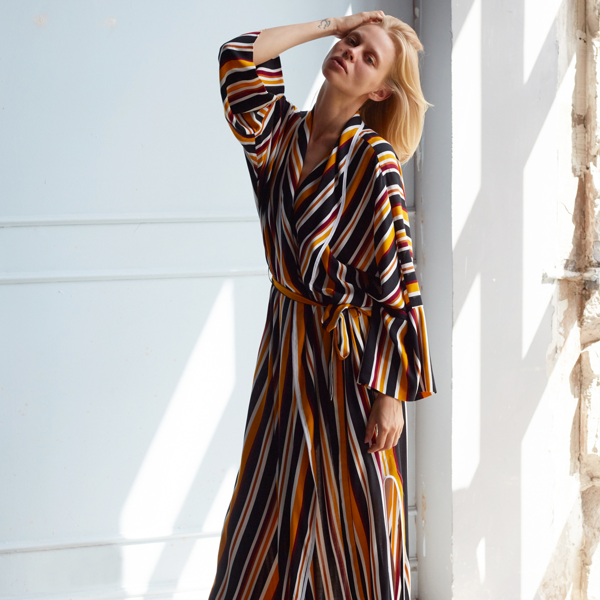 STRIPED ROBE, BLACK MUSTARD